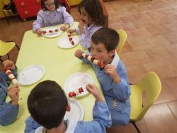 Attività - spiedini di frutta